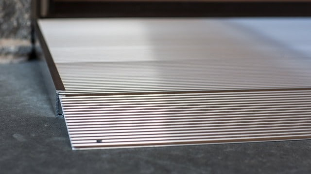 Angled entry ramp with stripes