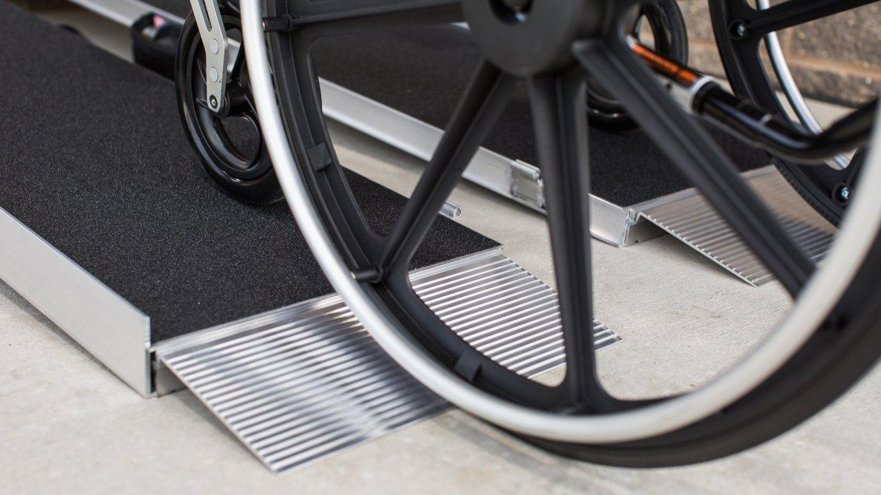 Singlefold Advantage Series Ramp with a wheel