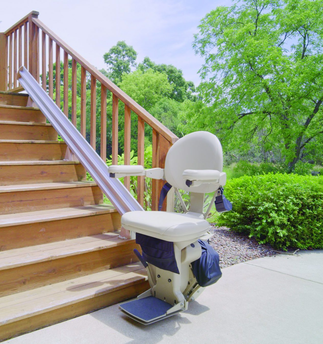 Outdoor bruno stair lift